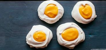 meringue_easter_eggs_with_lemon_curd_feat