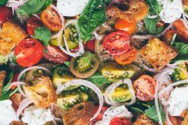 panzanella sałatka z pomidorami